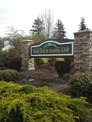 Pre-round Driving Range Time with Golf Tips from Pro Craig Welty, Round of Golf for (4) and Lunch at Skagit Golf & Country Club